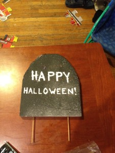 "DIY gravestone Halloween decoration says ""Happy Halloween"""