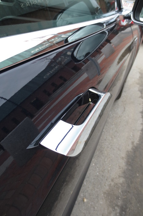 retractable door handle on Tesla Model S in the extended position